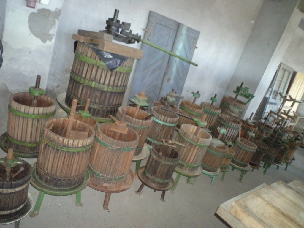 wine press fruit press